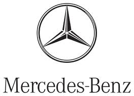 MERCEDES, souriant